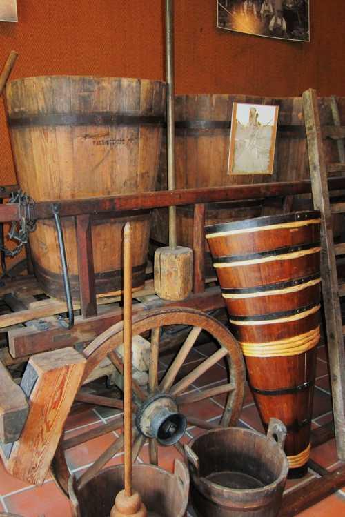 Des cuves, une hotte, des objets autrefois très répandus à Rixheim.