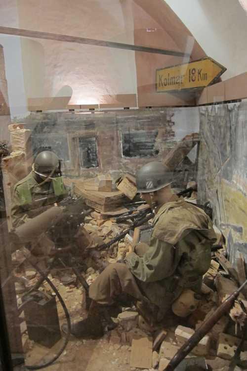 Des soldats américains dans les ruines de Benwihr.