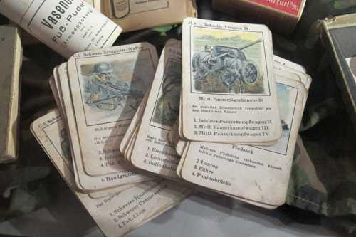 Un jeu des 7 familles, sur les différents composantes de l'armée allemande.