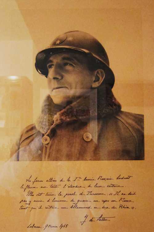 le général De Lattre de Tassigny et sa proclamation du 9 février 1945 annonçant que les Allemands ont évacué leurs dernières positions en Alsace.