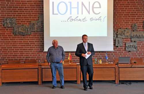 Le maire Tobias Gerdesmeyer présente les atouts de Lohne, un cadre de vie idéal..