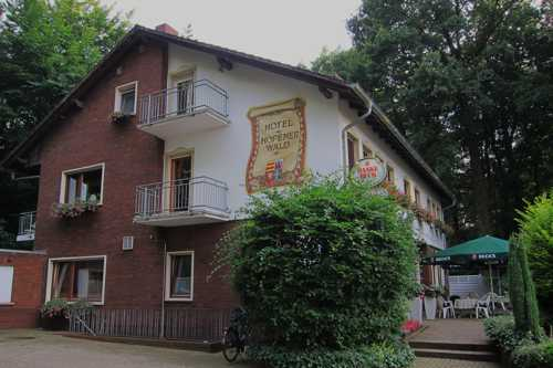 Le Hoppener Wald Hotel situé en bordure de forêt.