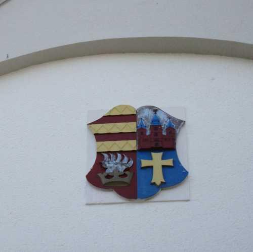 Le blason de Lohne : l'allusion au grand duché d'Oldenbourg, le rôle de l'Eglise, la réussite industrielle.