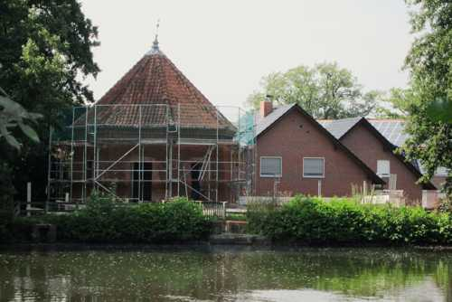 """L'ancien moulin à eau, à l'entrée du parc mis à la disposition du cercle des Arts de Lohne, intitulé """"die Wassermuühle"""" était en pleine rénovation pour mieux accueillir les expositions d'art."""