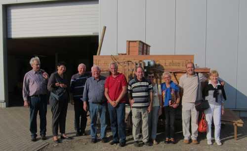 A l'entrée du Magazin, le dépôt de l'IML, devant une machine agricole fabriquée par la firme lohnoise Trenkamp.