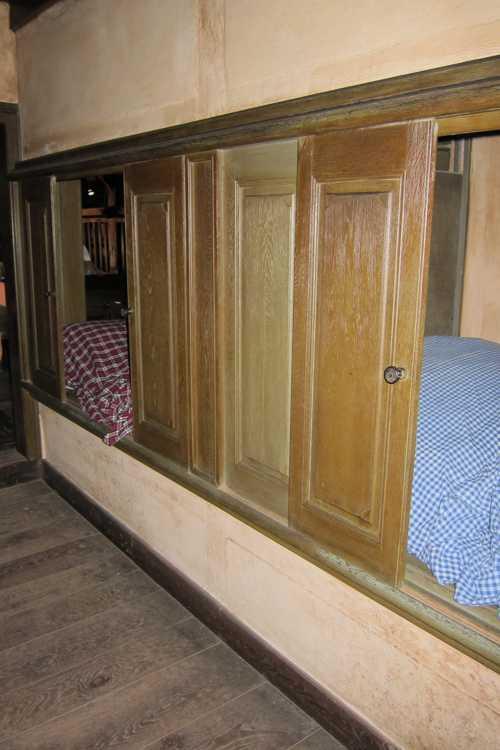 Et dans la partie arrière les alcôves, où on dormait.