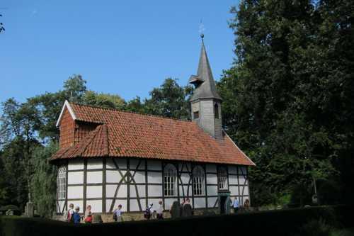 La petite église, datant de 1699 et transplantée ici en 1977. Aucune messe ne peut y être célébrée car elle n'a pas été consacrée suite à ce transfert.