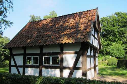 La petite école, datant de 1751, d'une superficie de 24 m2 et qui pouvait accueillir jusqu'à 60 élèves.