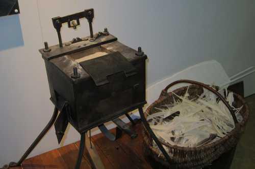 la première industrie: la fabrication des plumes d'écriture