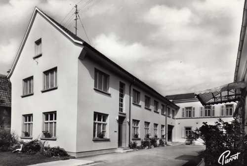 Le nouveau bâtiment de 1958 avec au RDC l'administration, la cuisine et le réfectoire et à l'étage l'appartement des soeurs, vers l'avant et vers l'arrière la maternité.