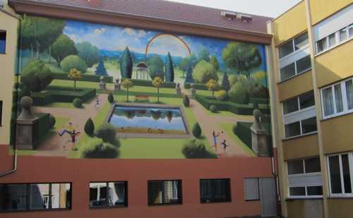 La fresque de Christian Geiger, mettant en valeur l'Arc-en-Ciel.