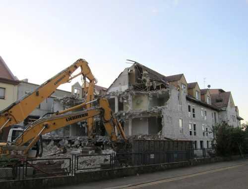 La démolition en bonne voie.