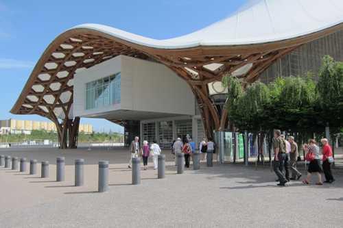 L'arrivée au Centre Pompidou-Metz ouvert au public depuis le 12 mai 2010.