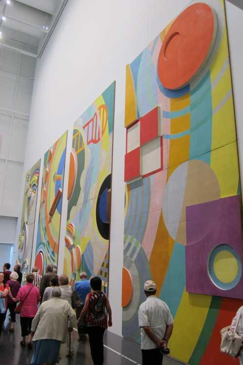 L'entrée du hall des réseaux du palais du chemin de fer, une commande de l'Etat pour l'Exposition internationale des arts et tecniques de Paris en 1937 : une oeuvre de Robert Delaunay (1885-1941)