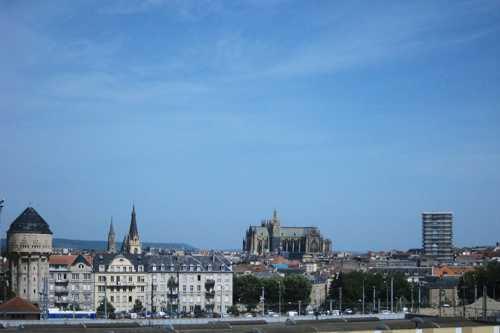 Oui c'est bien la cathédrale Saint-Etienne.