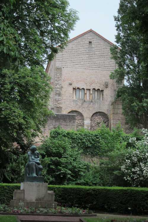 Saint-Pierre-aux-Nonnains, l'une des plus anciennes églises de France