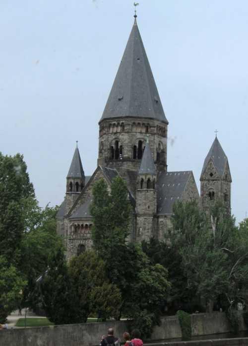 Le Temple Neuf, édifié entre 1901 et 1904, en style néo-roman, sur les plans de l'architecte Conrad Wahn.
