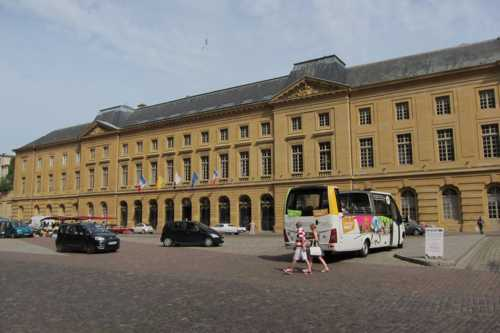 L'Hôtel de Ville de Metz, de l'architecte Jacques-François Blondel, sur la Place d'Armes.