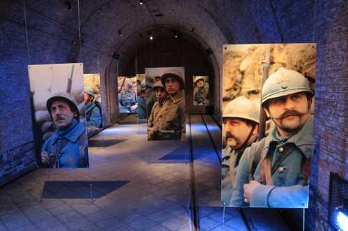 Puis nous quittaâmes les nacelles pour nous rendre vers la salle de la cérémonie du choix du soldat inconnu.