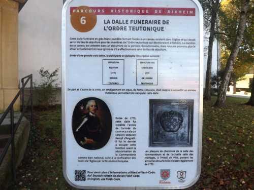 Le panneau de la dalle de la crypte des Chevaliers Teutoniques.