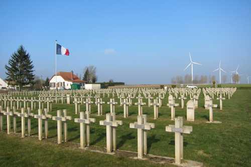 Le cimetière militaire de Beuvraignes, dans la Somme, où repose Albert Gnaedinger, né à Rixheim le 20 février 1899 et mort le 27 août 1915, dans les rangs du 92ème Régiment d'Infanterie.