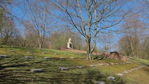 Le cimetière militaire allemand d'Illfurth, où reposent depuis 1920 des soldats tombés à Rixheim.