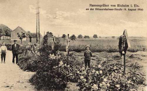 Les tombes militaires de la rue d'Ottmarsheim, avec ses fosses communes.