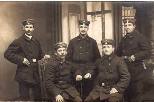 Désiré Frey, né à Rixheim le 22 mai 1893, est enrôlé en septembre 1914 dans les rangs du 2ème Oberelsässiches Landsturmbataillon à Bamberg, puuis affecté au 2ème Pommersches Grenadier Regiment N.9 et fut tué le 29 juin 1915 à Podgrodzie (Pologne).