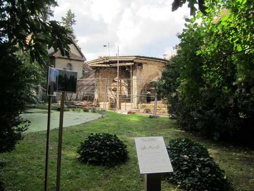 Vue du chantier de rénovation des serres.