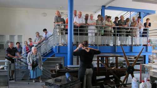 Dans l'atelier de fabrication de l'Imagerie d'Epinal, où s'impriment encor aujourd'hui les images d'Epinal.