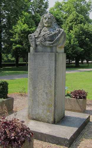 Le buste du maréchal de Bassompierre, qui fit édifier un château au XVI siècle.