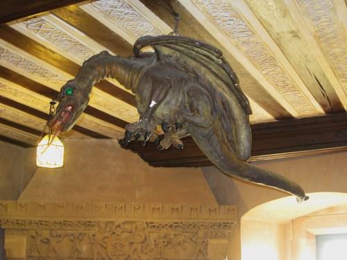 Dans la chambre lorraine, ainsi nommé car elle fut meublée par la Société d'histoire et d'archéologie de Lorraine, province également annexée au Reich, trône au plafond une copie du Graouli. Dans la crypte de la cathédrale de Metz se trouve ce dragon, appelé Graouli. La légende raconte que ce monstre qui etrrorisait la région messine a été vaincu par Saint Clément premeir évêque de Metz vers 280.