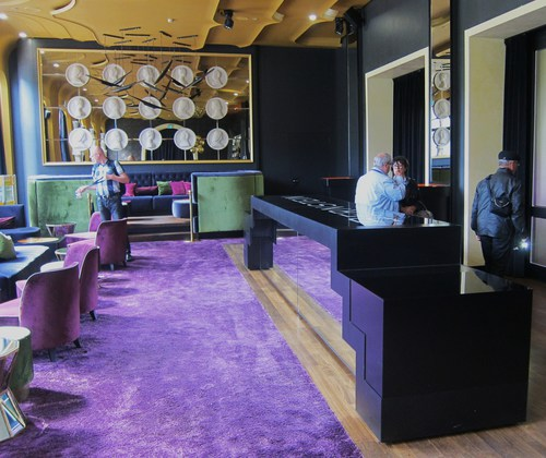 Le Club Bernstein, création contemporaine d'Oana Rose, architecte à Francfort: animé par un DJ, ce club offre un moment de détente aux joueurs qui fréquentent le casino.