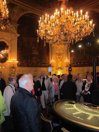 Dans la Salle Florentine, appelée aussi Salle des mille bougies : du temps de Bénazet on y donnait des bals.