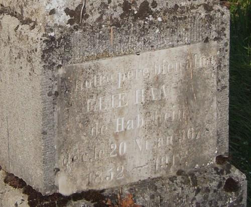 Parmi les nombreuses sépultures, celle de Elie Haas, de Habsheim, décédé le 20 nisan 5678, soit le 2 avril 1918.