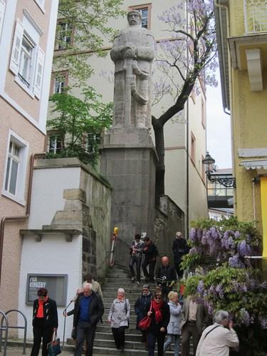 L'escalier des Jésuites avec la monumentale statue de Bismarck. Oeuvre du sculpteur Oscar Kiefer, la sculpture représente l'ancien chancelier de l'Empereur en chevalier, à l'image de la statue du héros médiéval Roland, comme celle de Brême.