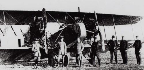 Au cours de ce combat, les Allemands perdirent cet énorme avion, l'AEG G, bimoteur et triplace, dont l'équipage repose aujourd'hui au cimetière allemand d'Illfurth.