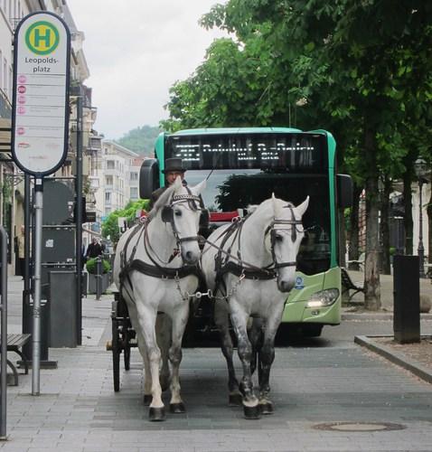 Non, non à Baden-Baden les bus ne sont pas tirés par des chevaux.