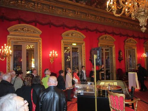 Dans le Salon Rouge Louis XIV.