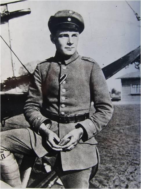 Ernst Udet, affecté à la FFA 68 (Feld Flieger Abteilung), stationnée à Habsheim et qui logeait à Rixheim, rue Zuber, remporta en ce 18 avril 1916 sa première victoire aérienne.