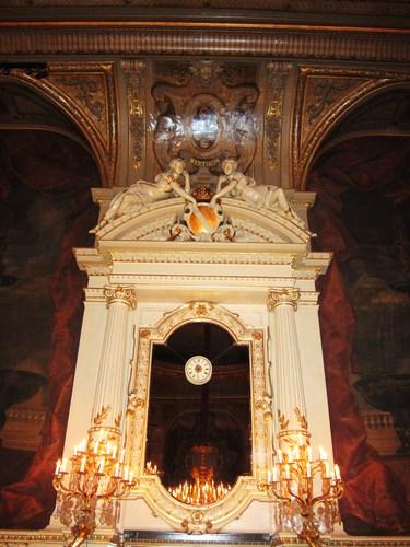 Un aperçu de la décoration somptueuse de la Salle Florentine : on y retrouve les armoiries du Grand Duc de Bade.