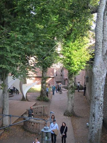 Dans le haut-jardin de la forteresse.