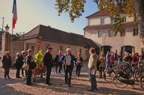 Chrstian Thoma donne les dernières précisions avant de partir à la découverte du parcours historique de Rixheim.