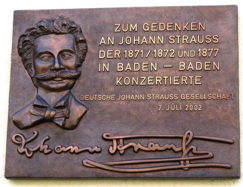 La plaque rappelant les séjours de Johann Strauss à Baden-Baden.