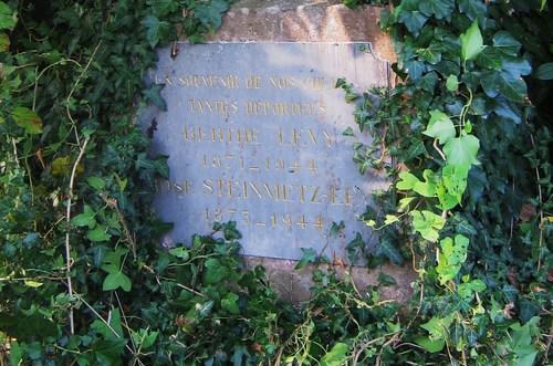 Une plaque rappelle la mémoire des soeurs Lévy-Zivi, originaires de Rixheim et mortes à Auschwitz en 1944.