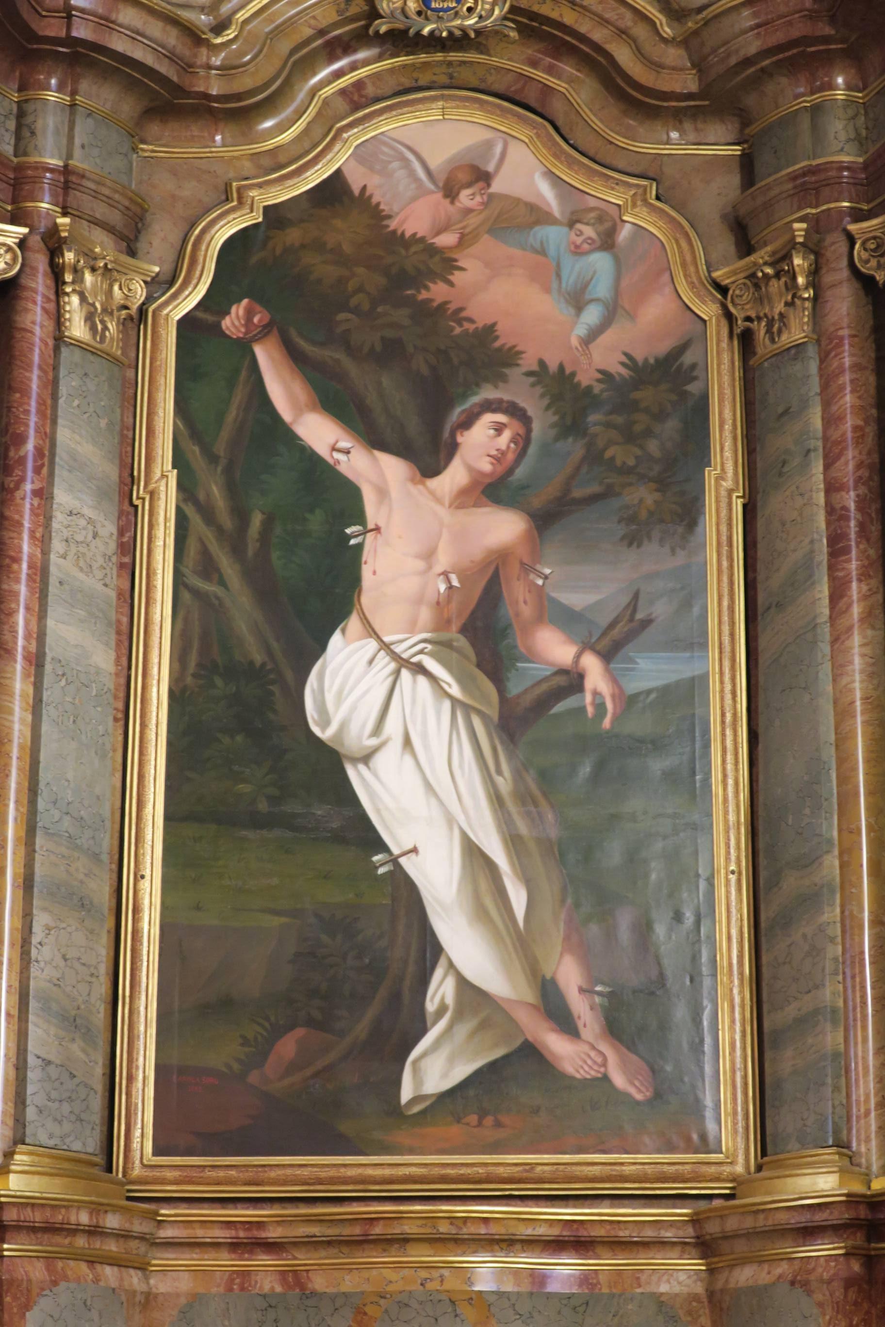 Le tableau de l'autel latéral droit est une oeuvre de Caroline Sorg, dite Carola Sorg, datée de 1883 et représentant le martyre de Saint Sébastien.
