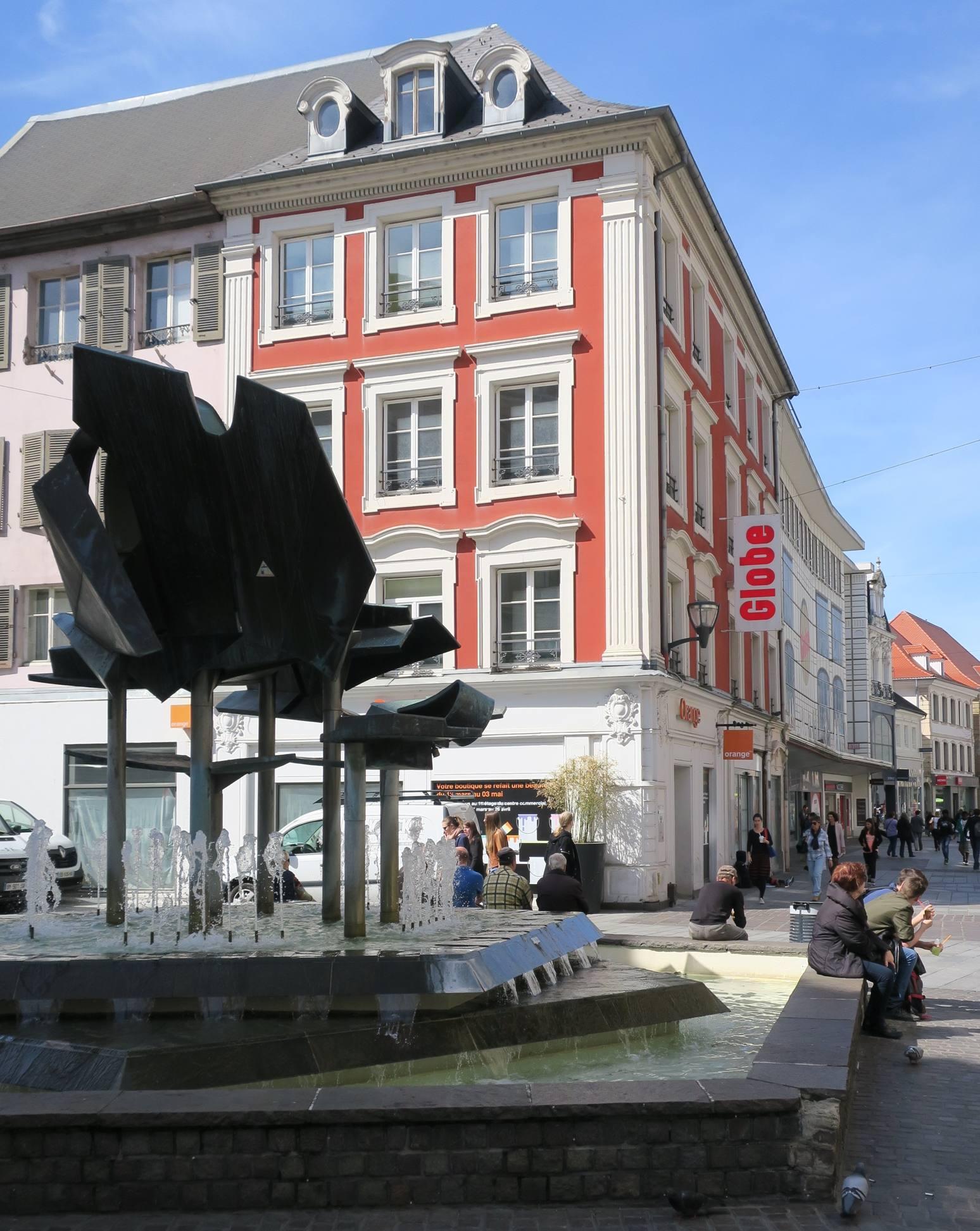 La maison natale d'Alfred Dreyfus, à Mulhouse, à l'angle de la rue du Sauvage et de la Place des Victoires.