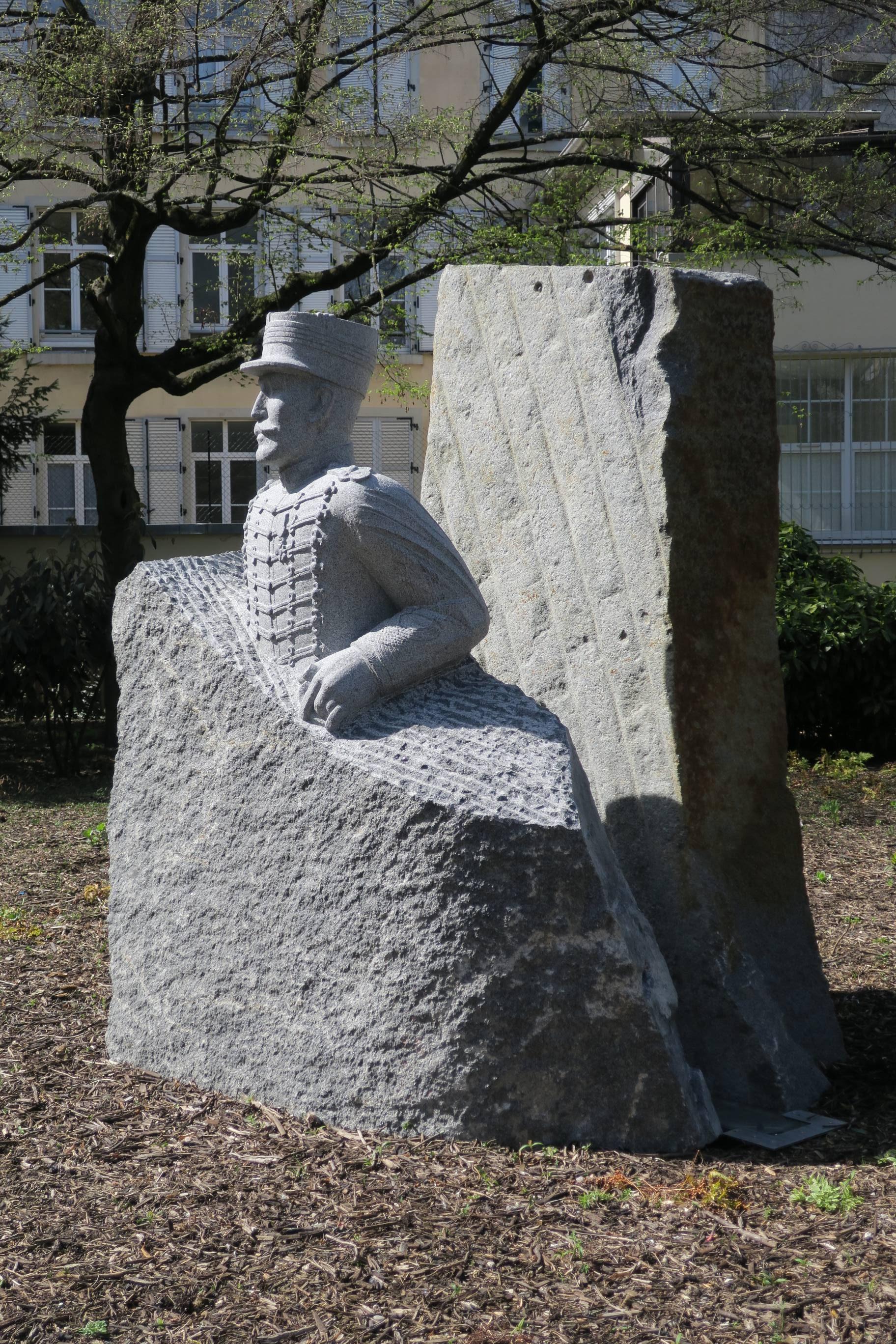 Le monument de Sylvie Koechlin, dans le square Steinbach.