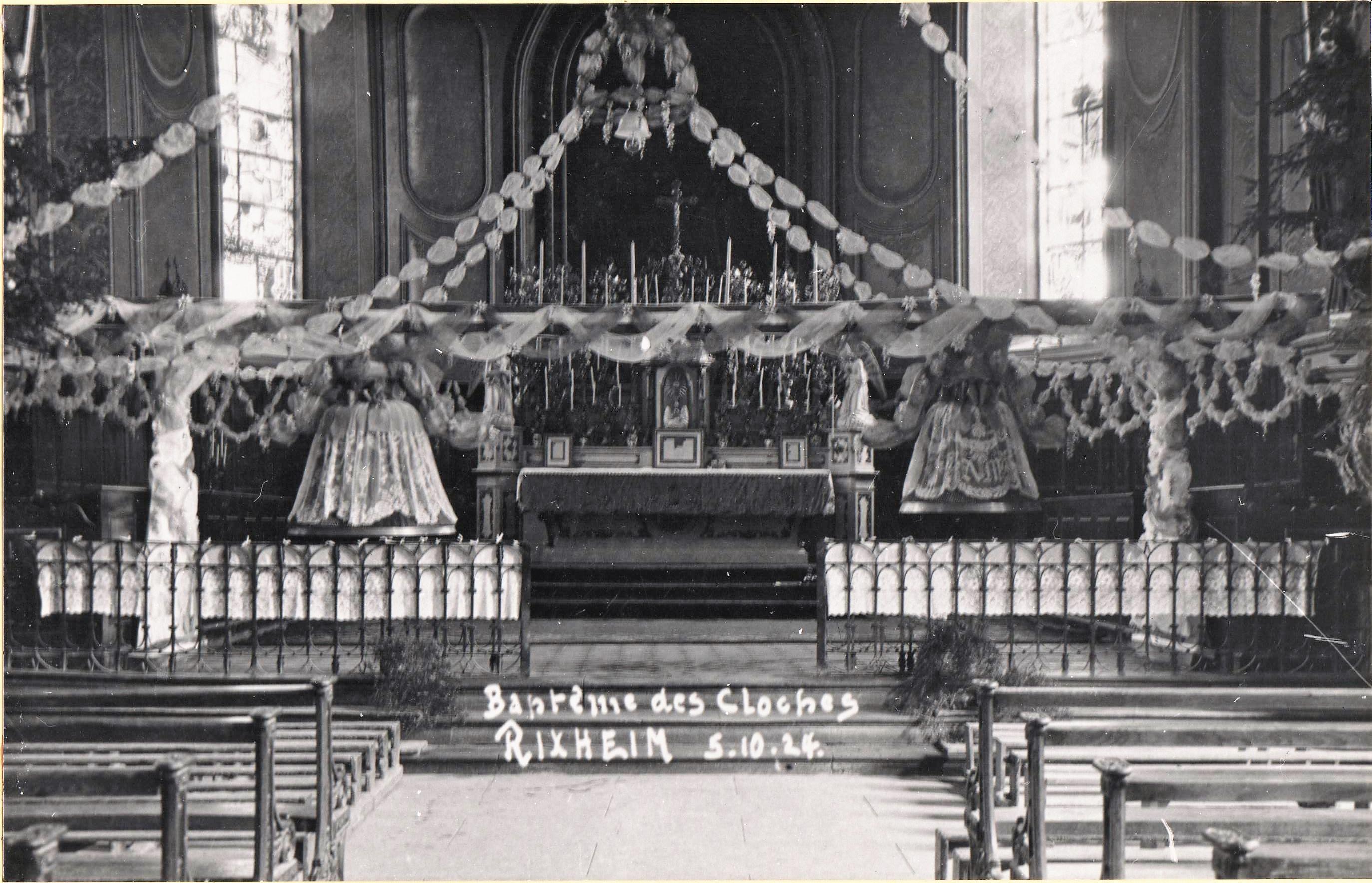 La carte postale éditée pour la bénédiction dres deux nouvelles clcohes.