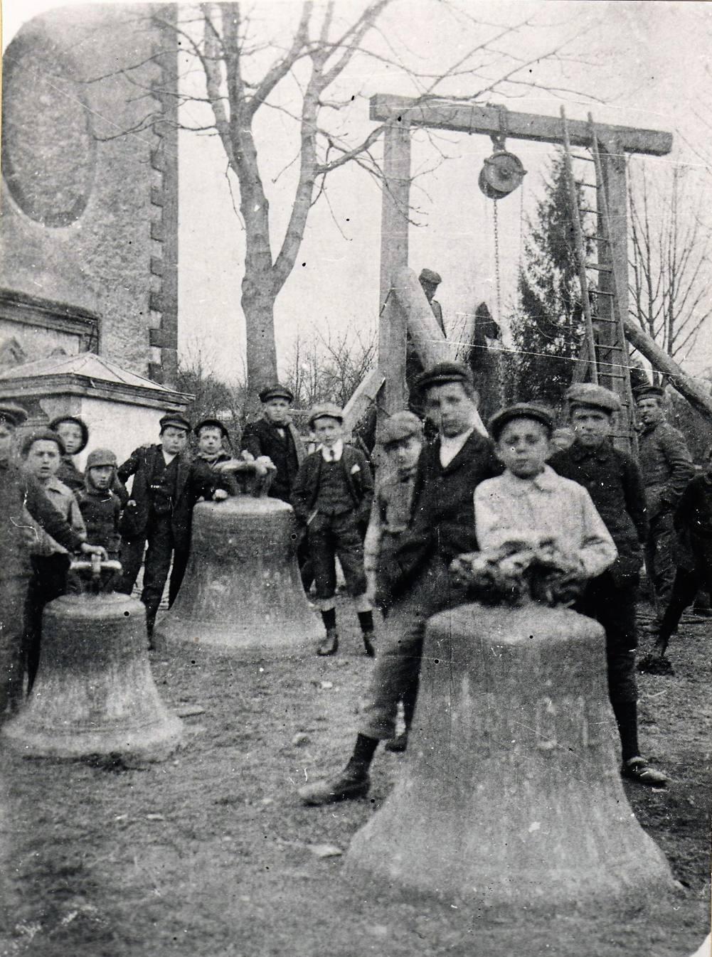 Cette réquisition des cloches attire de nombreux enfants de Rixheim.